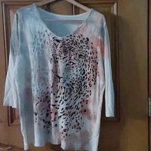 Cotton knit shirt with a leopard on the front